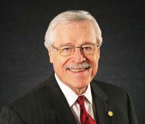 UIW bids farewell to Moll and welcomes Hinojosa to board of trustees
